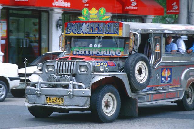 Il tradizionale bus delle Filippine, il Jeepney
