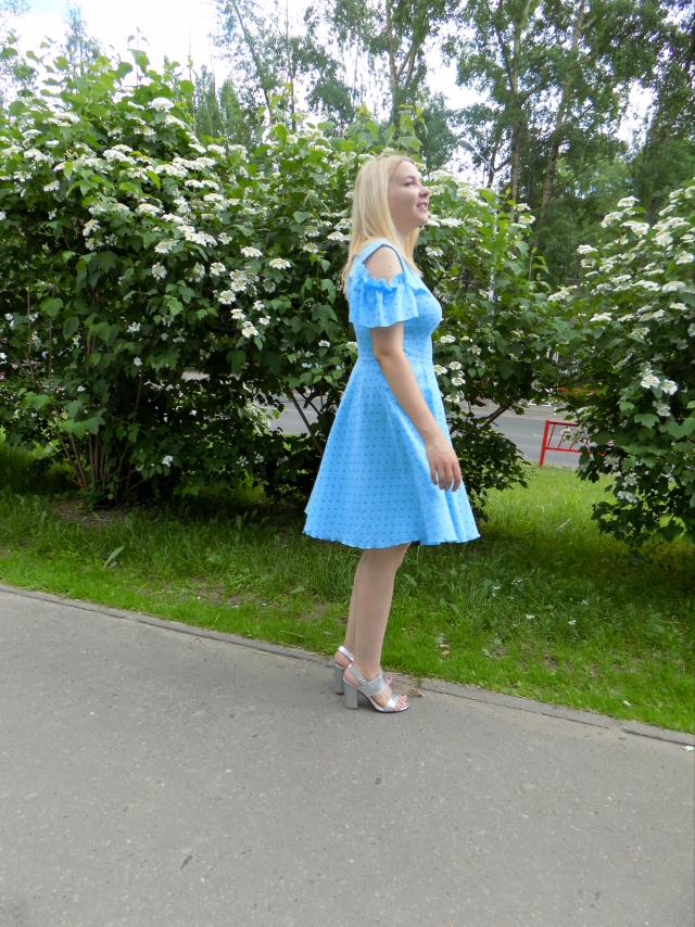 голубое платье на лето