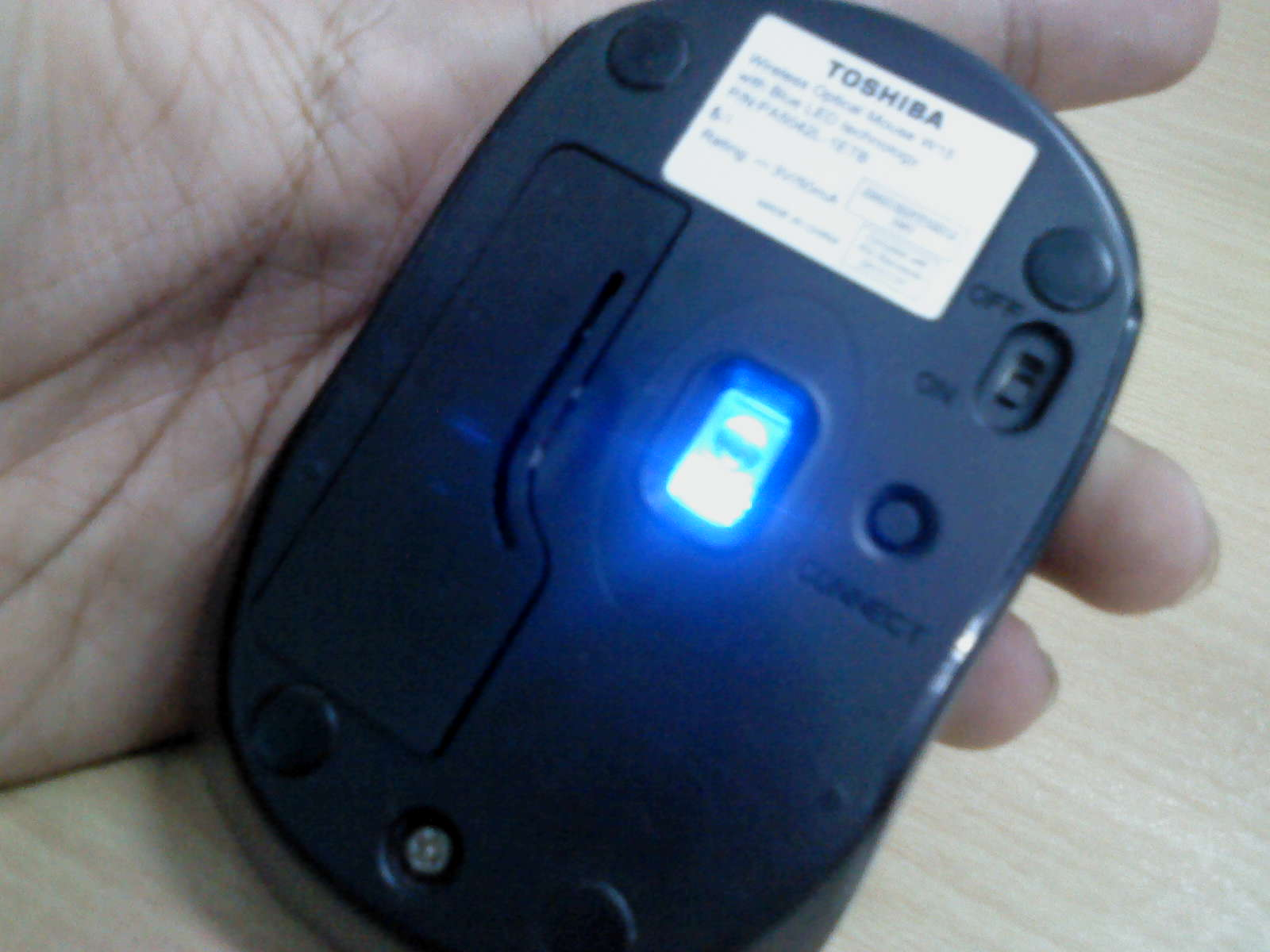 Review Toshiba W15 Andregate Media Mouse Blue Led
