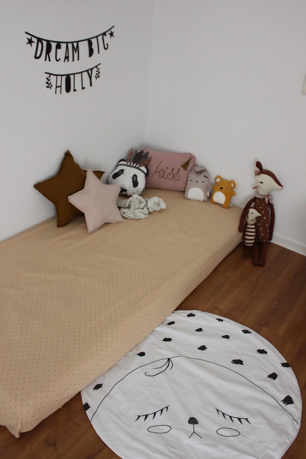 moi jeune et maman le lit au sol. Black Bedroom Furniture Sets. Home Design Ideas