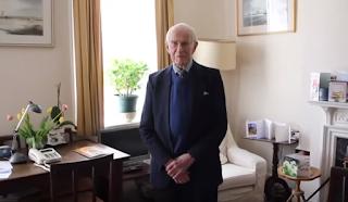 Γιατρός ετών 106 - Εζησε τον Β' Παγκόσμιο, είχε δάσκαλο τον Φλέμινγκ και... δουλεύει ακόμα