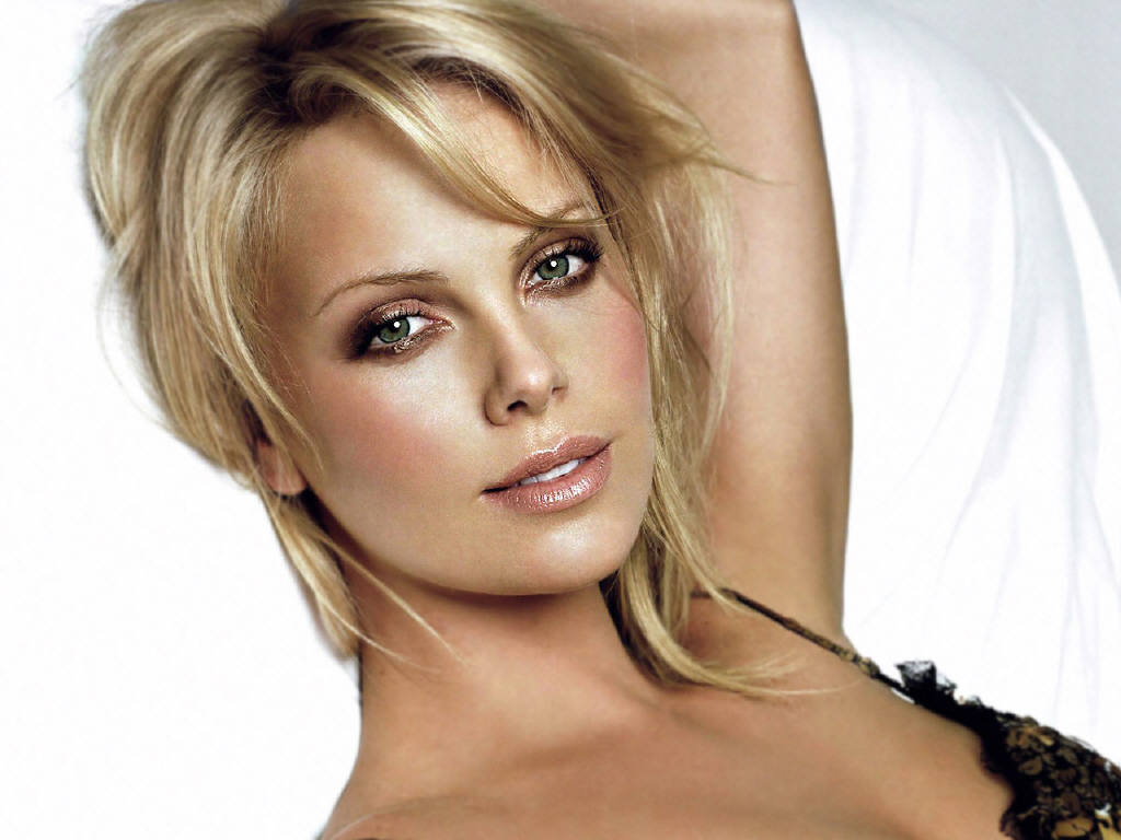 Who is charlize theron dating from modern family 9