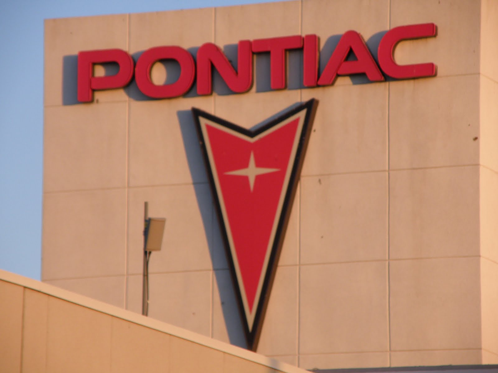 Car Brands Starting With P >> History of All Logos: All Pontiac Logos