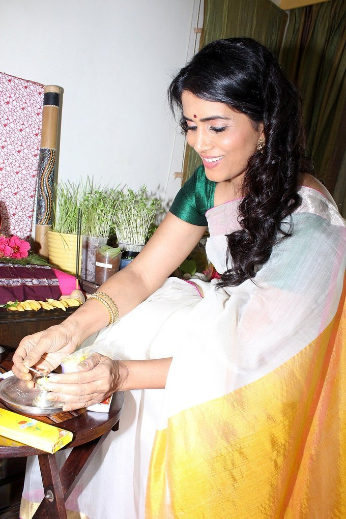Ganpati Darshan At Actress Sonali Kulkarni Residence Photo
