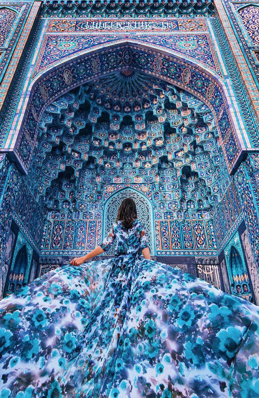 15 Pictures Of Girls In Dresses That Beautifully Match Their Backgrounds - Cathedral Mosque In St. Petersburg, Russia. Model: Aygul