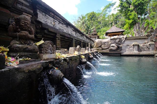 Sources sacrées temple Tirta