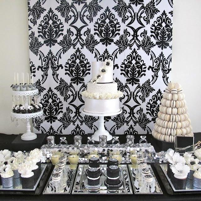 painel de fundo e mesa de decoração preto e branco