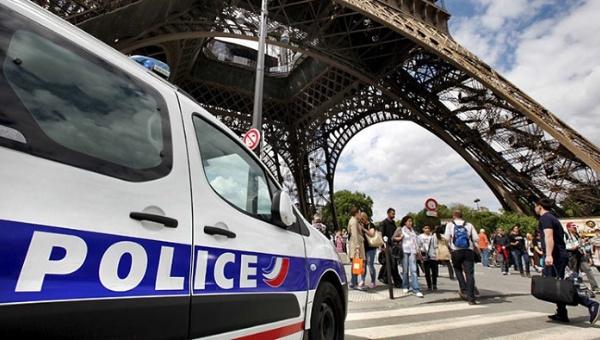 Evacuan la torre Eiffel de París por error humano