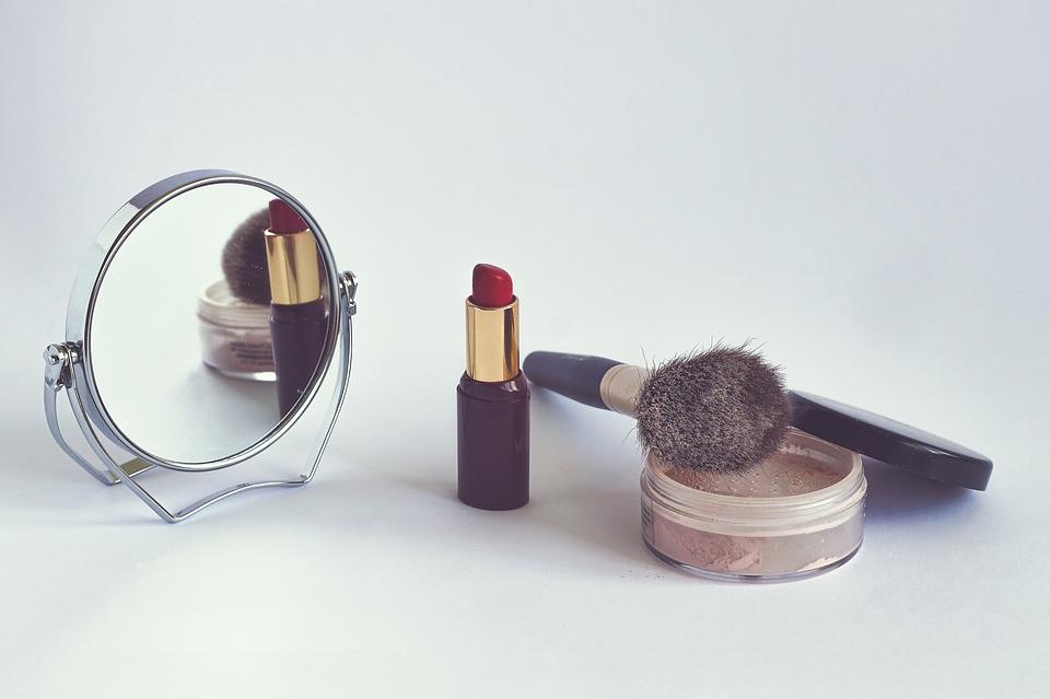 Kosmetyki mineralne - czym są i jakie są zalety ich stosowania.