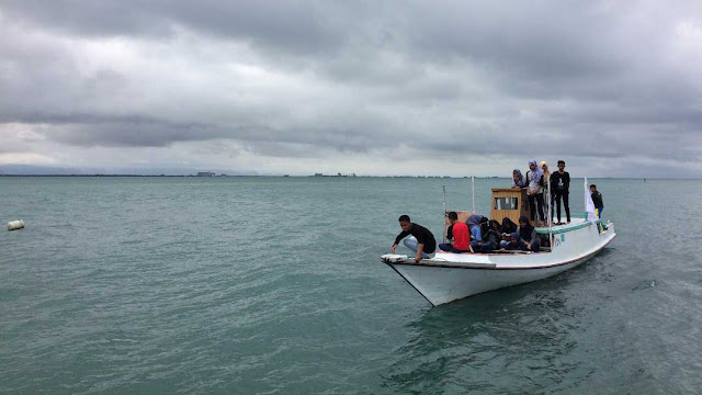 The Floating School Berlayar Untuk Mengajar