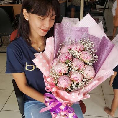 jual bunga peony surabaya, toko hand bouquet di surabaya, harga hand bouquet wedding surabaya