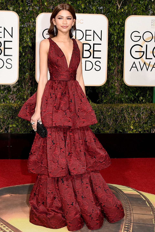 efa32e04f Hubo encontradas opiniones respecto de este vestido. Lo vi desfilar por la  alfombra roja y me parecio sensacional. Obviamente que para llevarlo se  requieren ...