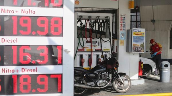 Combustible en Argentina aumentará cada tres meses en 2017