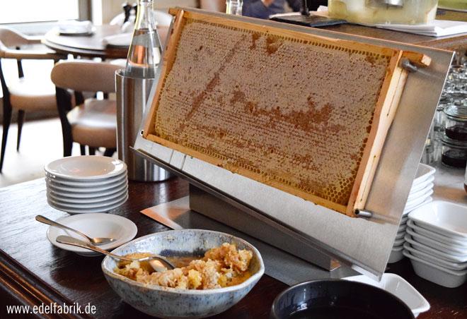 Honig beim Frühstück im Monbijou Hotel