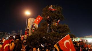 Συνεχίζονται οι διώξεις στην Τουρκία, ακόμη 400 εντάλματα σύλληψης
