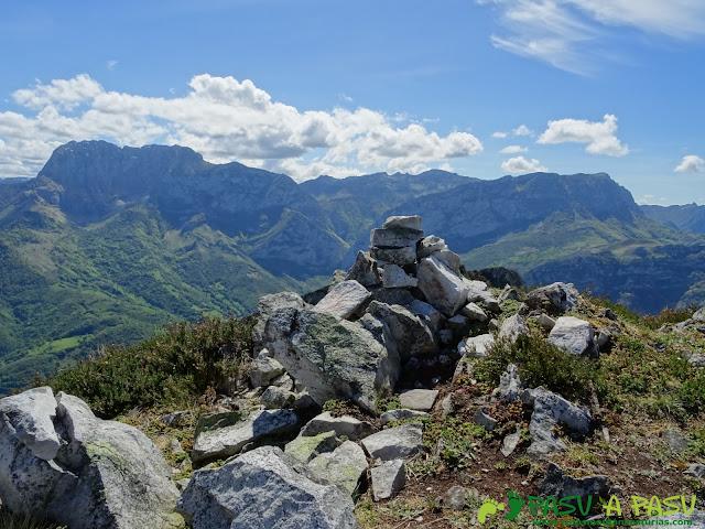 Ruta al Pierzu desde Priesca: Cruz de Valdore