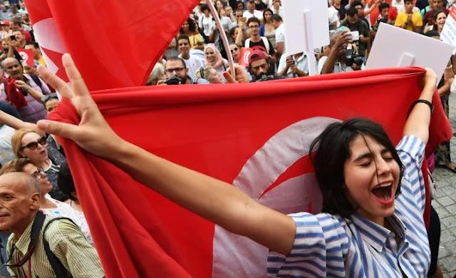 Jomblo Melimpah, Cewek-cewek Tunisia Unjuk Rasa Minta Poligami Diizinkan