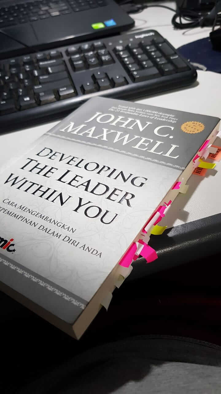 Buku: Developing The Leader WIthin You - John C. Maxwell