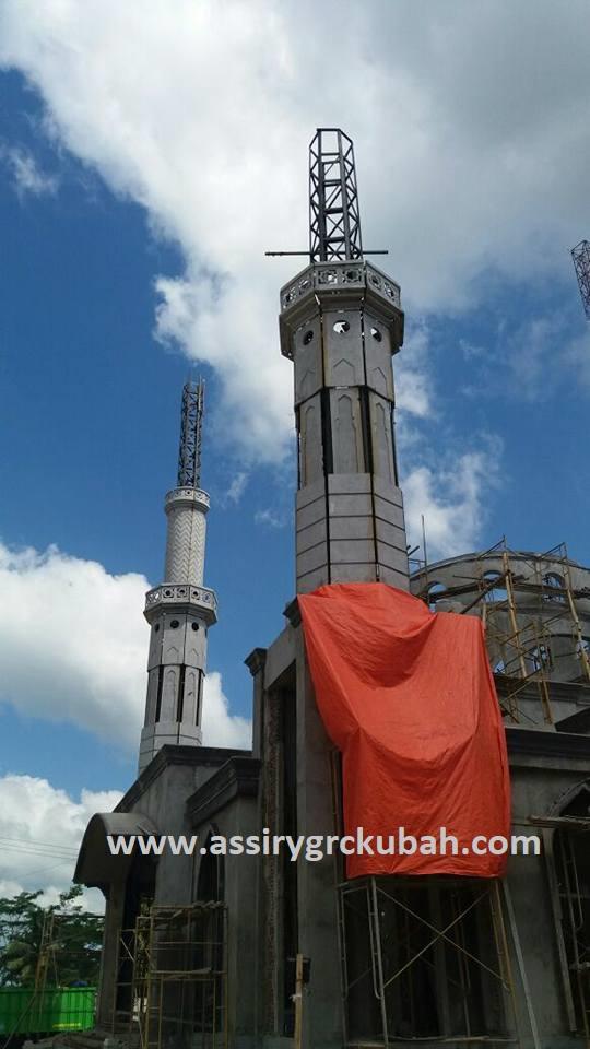 Pemasangan Menara Grc Masjid Herwansyah Kubah Emas Labuan Banten