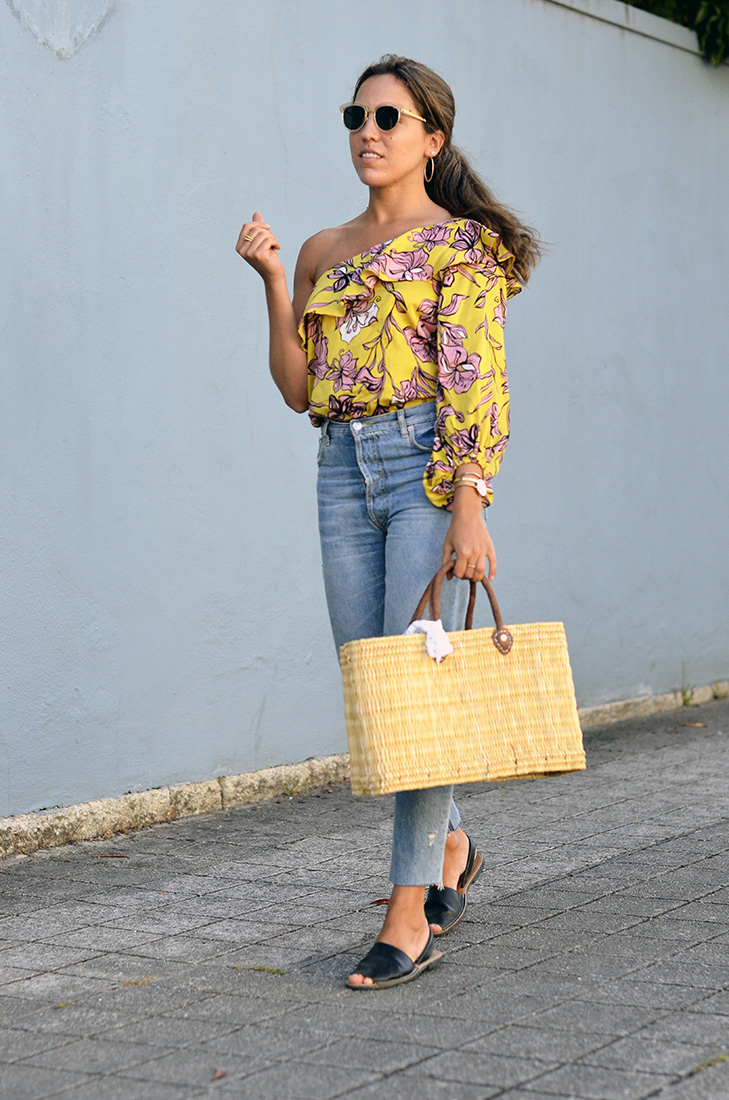 Streetstyle - off the shoulder yellow bodie from Zara, Zara jeans, straw bag, menorquinas