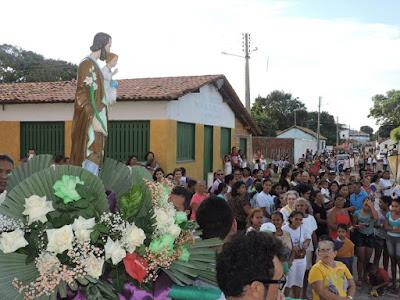 Image result for católicos levando santos em procissão bençao de imagens peregrinas