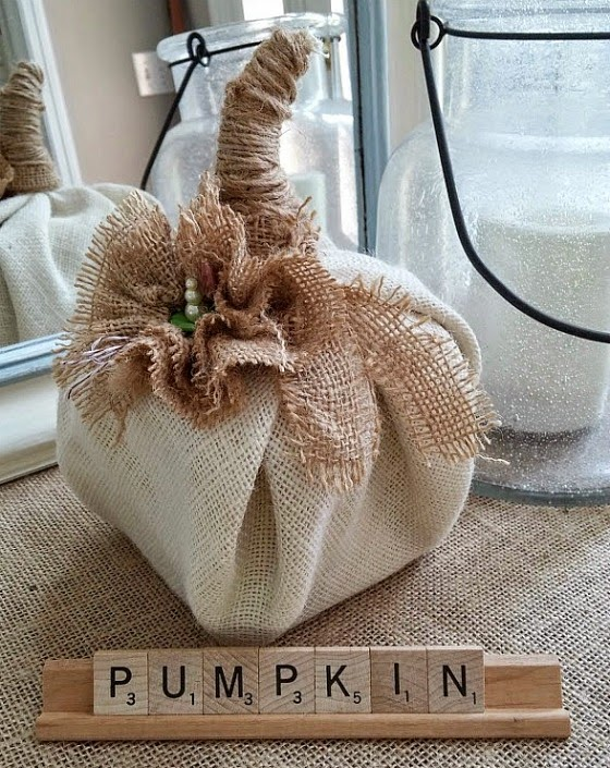 DIY burlap pumpkin ~ cheap and quick at www.diybeautify.com