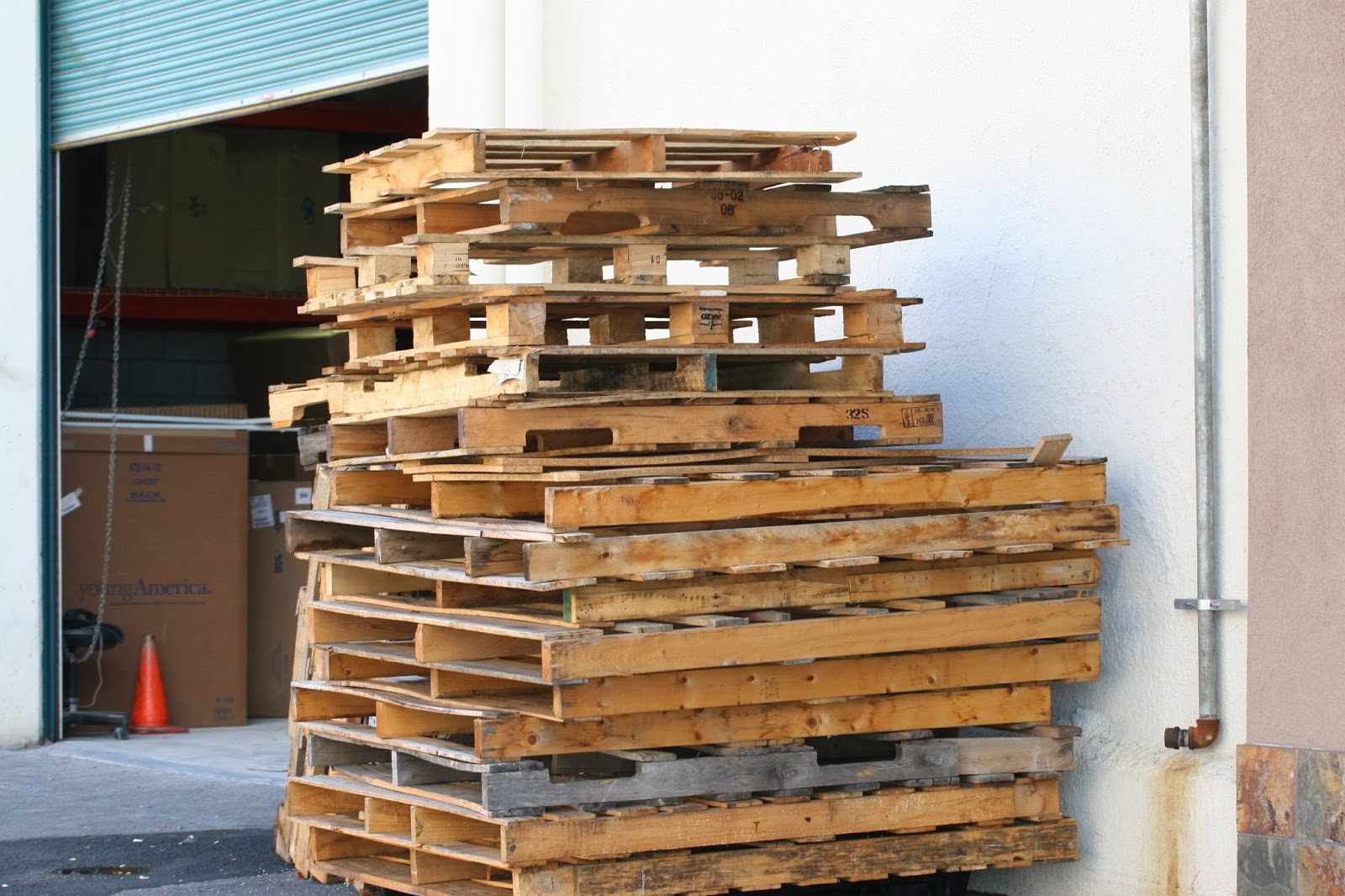 HOW TO START AND RUN A WOOD PALLET RECYCLING BUSINESS