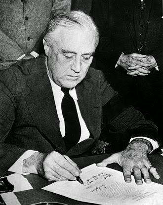 franklin roosevelt assinando declaraçao guerra pearl harbor