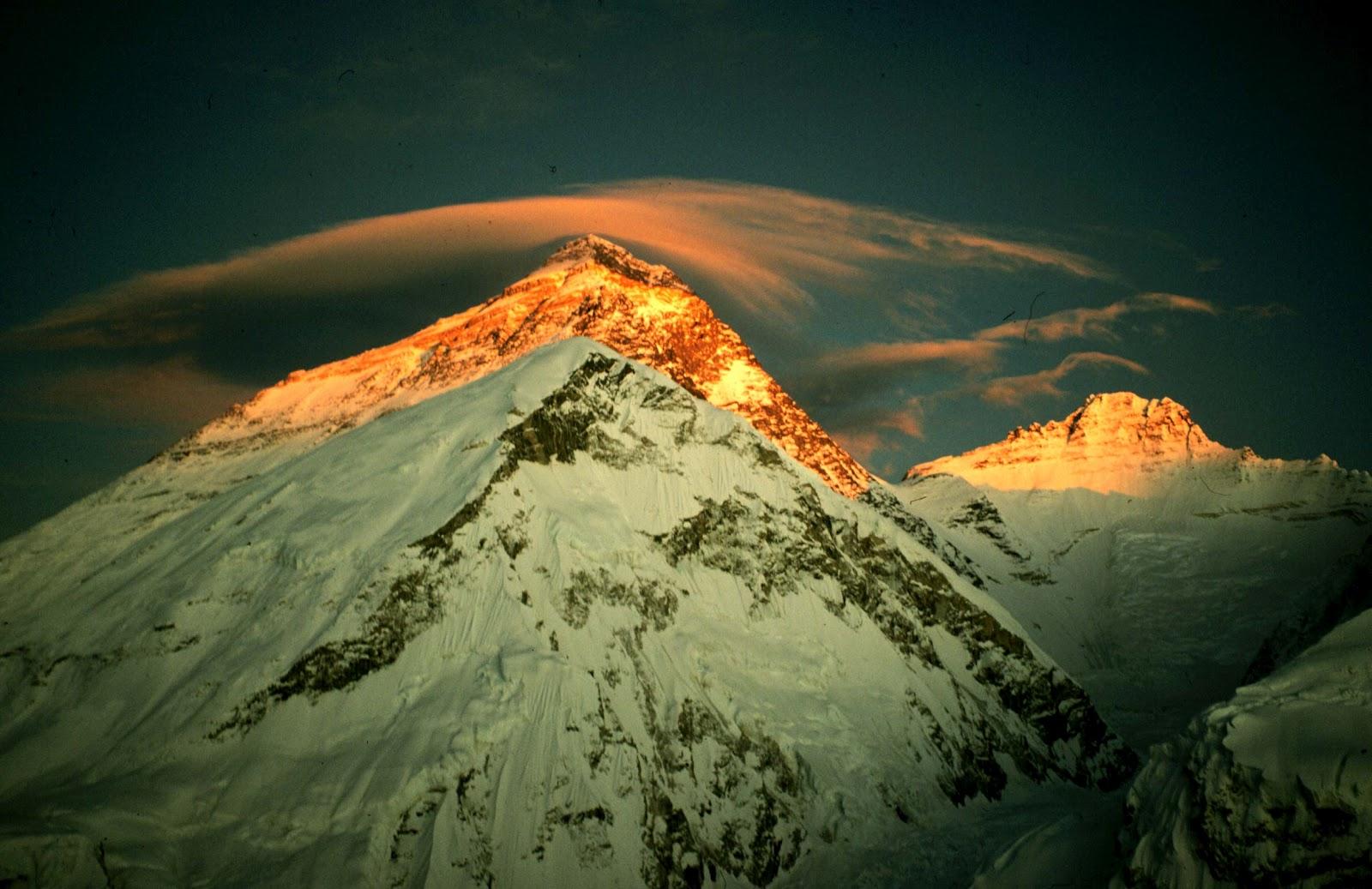 Relax Tenang Panjat Gunung Everest
