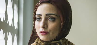 Áida (Darília Oliviera) vai revelar ao sheik que ele foi traído em Órfãos da Terra