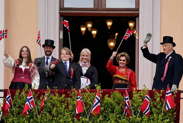 King Harald V, Queen Sonja, Crown Prince Haakon, Crown Princess Mette-Marit, Princess Ingrid Alexandra and Prince Sverre Magnus