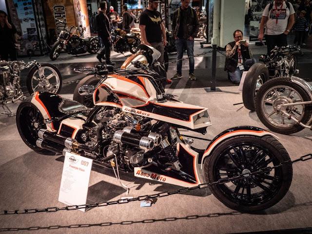Esta motocicleta llega a Intermot desde Seúl, Corea. El Agoo Moto de Agnes Custom es un total absoluto crucero futurista hecha a mano alrededor de un motor Harley de 1340 cc.