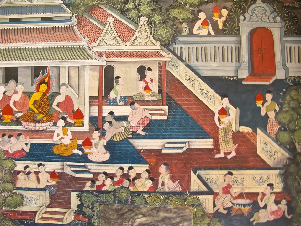 Artistic touches on the walls of Wat Pho
