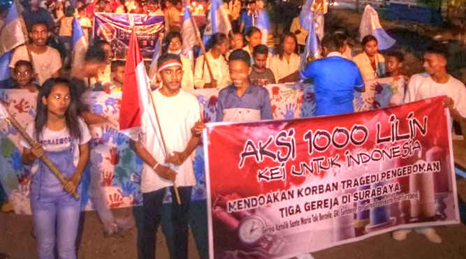Ratusan pemuda pemudi di Kabupaten Maluku Tenggara (Malra) menggelar aksi seribu lilin Kei untuk Indonesia, Rabu (16/5) yang digagas oleh DPD KNPI Malra, menyikapi serangkaian aksi teror selama sepekan terakhir.