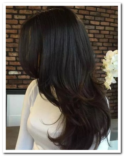Model Rambut Layer Panjang Bergelombang