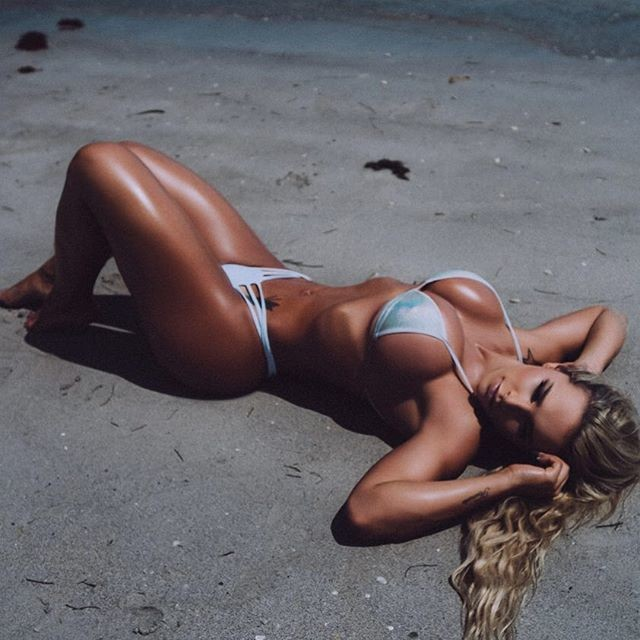 Fitness Model Rafaela Ravena photos