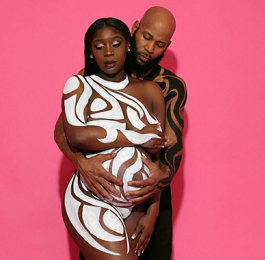 Viral-couples-nude-maternity-shoot