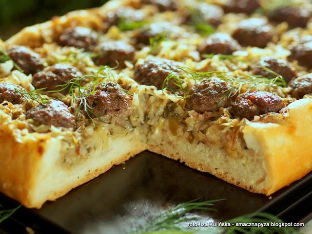 placek drozdzowy z farszem, ciasto chlebowe, pizza inaczej, kapusta duszona, klopsiki wolowe, placek chlebowy, kapusta z miesem, pissaladiere, tarta drozdzowa