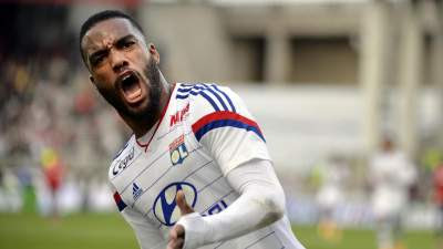Transfer talk: West ham not big enough for Lacazette