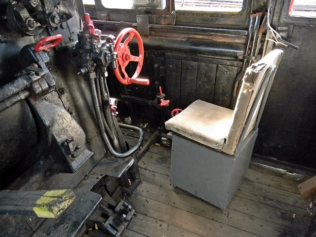 wnętrze lokomotywy, koło, kocioł, napęd