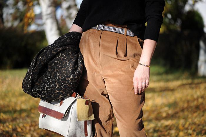 https://seaofteal.blogspot.com/2018/11/corduroy-trousers-mccalls-pattern-m7726.html