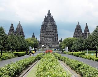 10 Tempat Wisata Terpopuler dan Menakjubkan yang ada di Indonesia