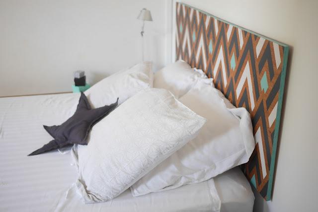 paris la r union t te de lit graphique. Black Bedroom Furniture Sets. Home Design Ideas