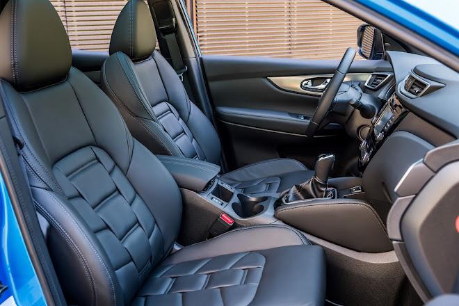 Nissan Qashqai front seating
