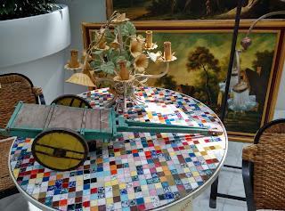 Detalle de composición con mesa, carro y lámpara, Oviedo