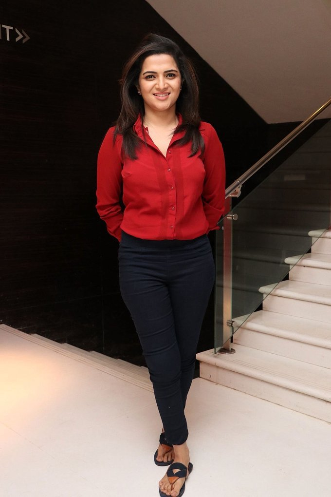 Divyadarshini Anchor Stills In Red Dress Tamil Movie Audio launch