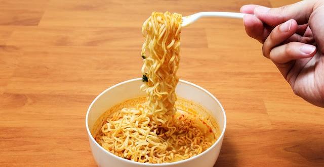 Ngeri, Ternyata Ini Lho 10 Bahaya Jika Sering Makan Mie Instan!