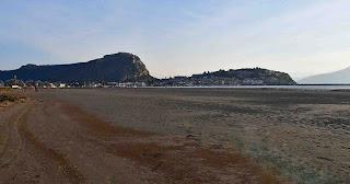 Η υπερπανσέληνος εξαφάνισε τη θάλασσα στο Ναύπλιο και δημιούργησε νέα παραλία