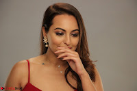Sonakshi Sinha stunning Red Gown at Nach Baliye Season 8 interview 013.JPG