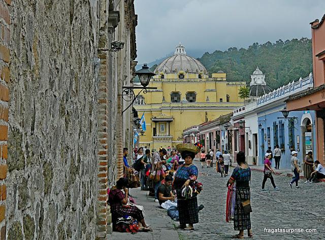 Vendedoras de artesanato em Antigua Guatemala
